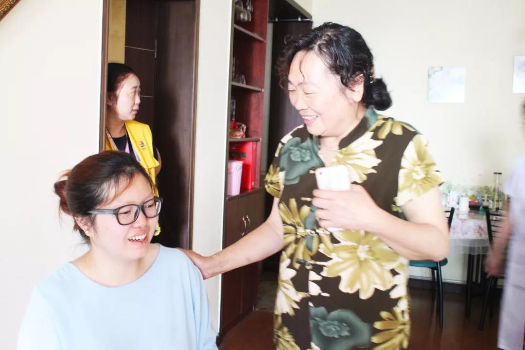 重庆协和医院看望慰问社区残疾孕妇2
