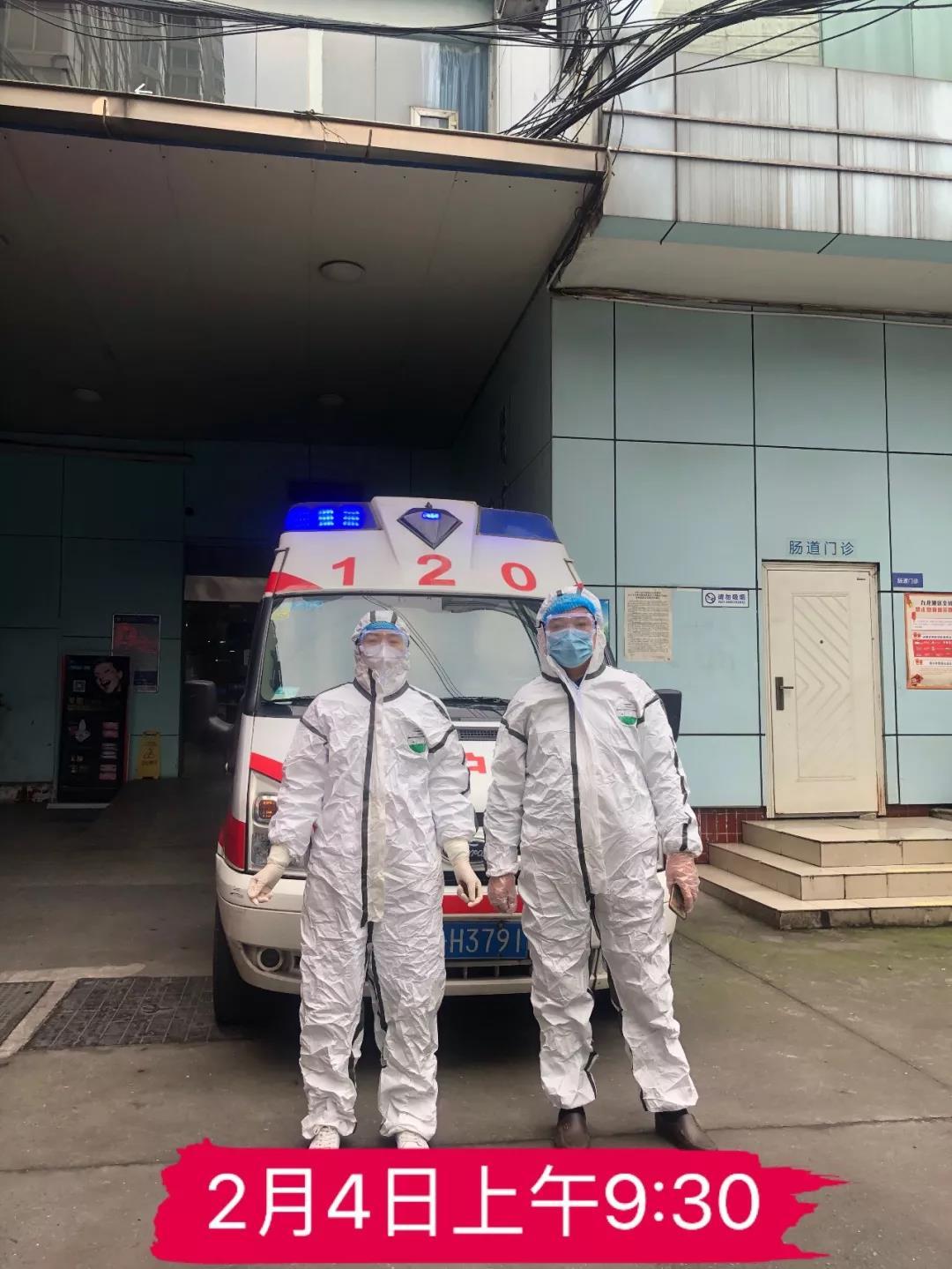 谢长江(右一):驾驶员、重庆明好医院13年员工
